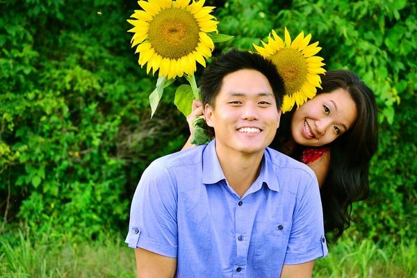 2011-10-4-SunflowerEngagement2