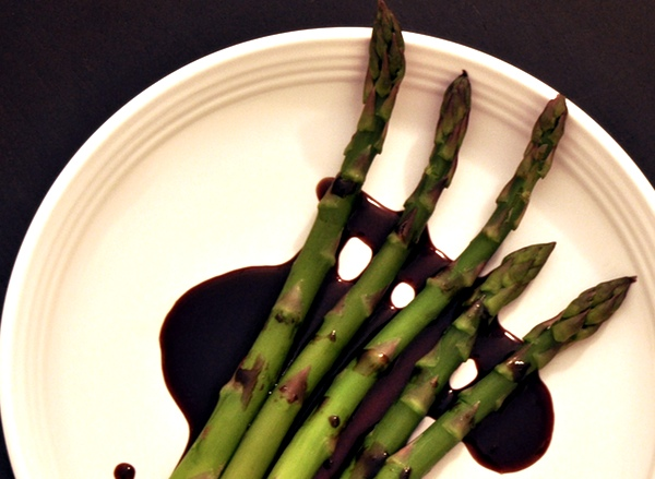 A Quick and Simple Asparagus Side Dish With Raspberry Vinaigrette