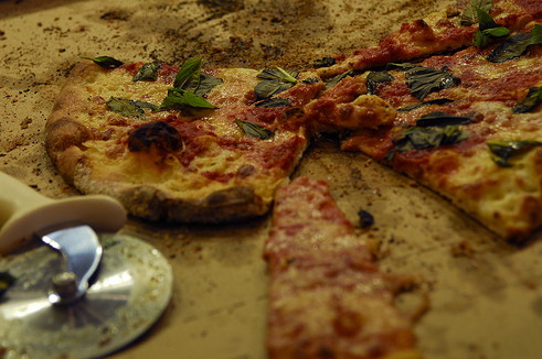 Dining on a Shoestring: Pete's Apizza