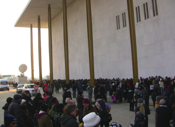 Oprah and Aretha Pack in Crowds at the Kennedy Center