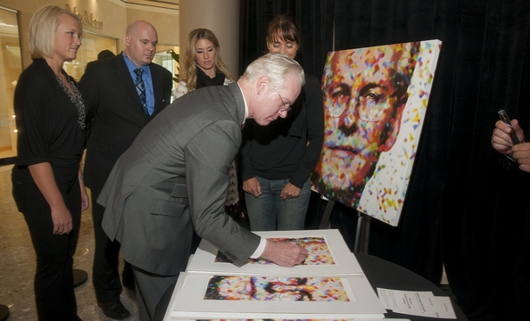 Gunn signs prints of his portrait.