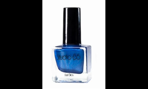 """This is a political town,"" says Burriss, ""and everyone knows where the president lives."" This polish pays homage to the famous address with an executive-appropriate blue."