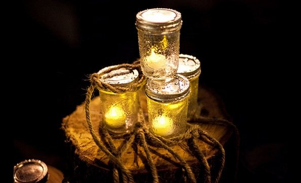 Recycled glass jars—each filled with a single LED light—prepared guests for a hyggelit evening.