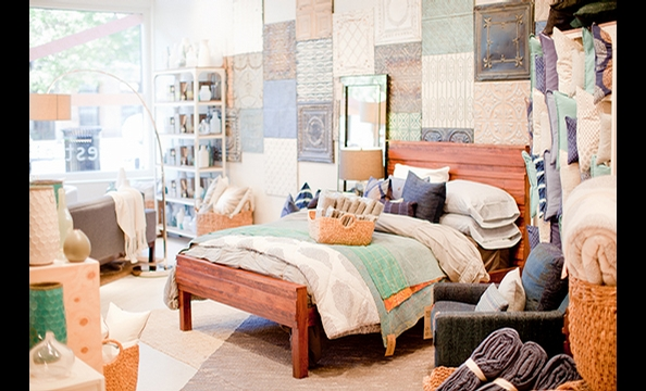 Can't make it out to the ocean? This bed feels a lot like something you'd find in a shore house