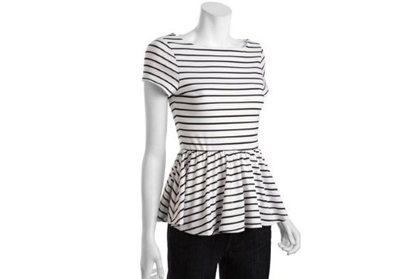 This swingy top is casual and comfy.