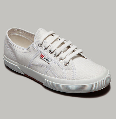 """""""Because Mrs. O. is nothing if not practical in her style, she should wear a pair of classic white tennis shoes."""""""