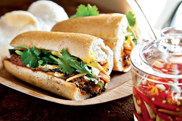 Caphe Bánh Mì: Hero's Welcome