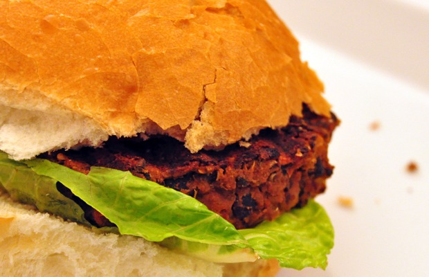 A Bathing-Suit-Friendly Quinoa and Black Bean Burger Recipe