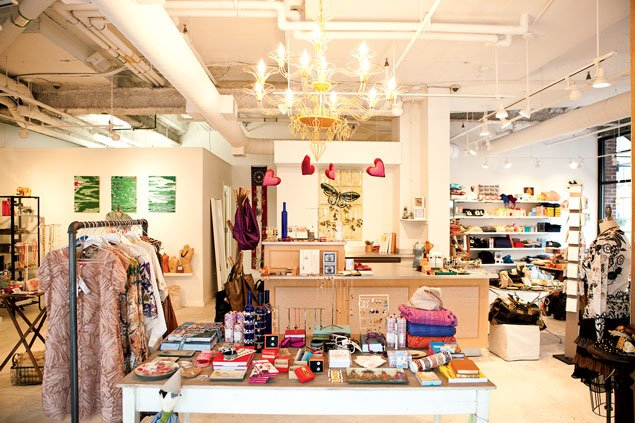 Guide to Washington, DC: Popular Stores for Accessories and Shoes