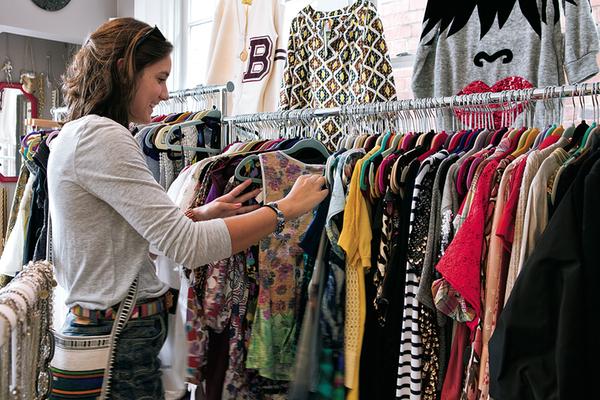 567f77e366e How to Shop the End-of-Summer Sales like a Seasoned Pro ...
