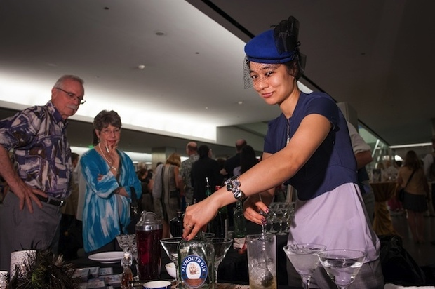 The Week in Food Events: Holiday Cocktail Class, Adam Richman Visits, and the Jaleo Clementine Festival