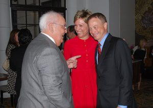 Gary Sinise Hosts a Dinner to Raise Money for Wounded Veterans