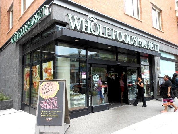 Lunch Break: How to Create a Healthy Salad at Whole Foods Market