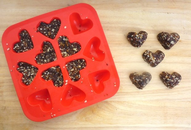 Healthy Recipe: No-Bake Cherry-Almond Bites
