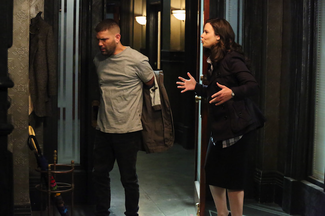 "WashingTelevision: Scandal Recap, Season Two, Episode 22, ""White Hat's Back On"""