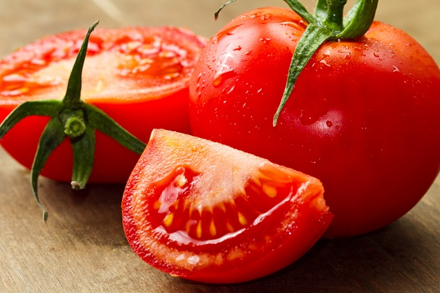 "Ripert on ""Spiderman,"" More Paula Deen Gaffes, Killer Tomatoes: Eating & Reading"