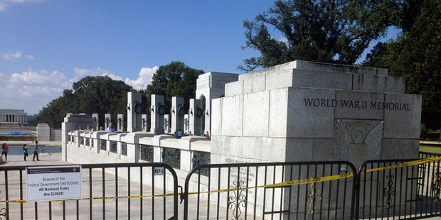 Because of Shutdown, World War II Veterans Push Their Way Into World War II Memorial