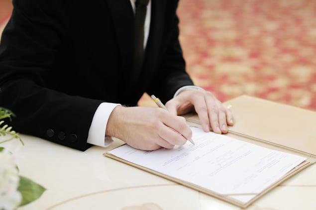 Beware of Bridezillas: Shutdown Complicates Courthouse Weddings