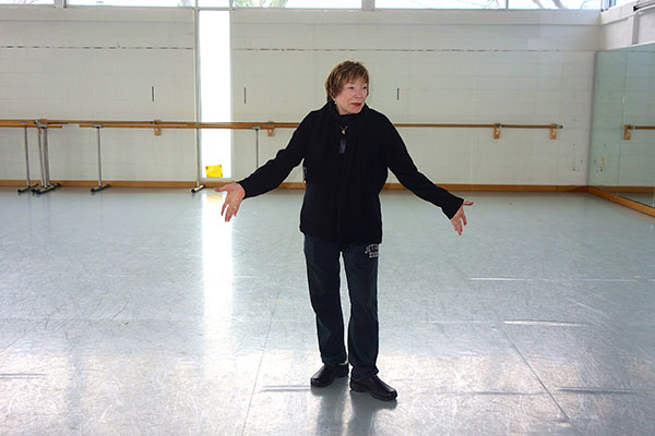 Shirley MacLaine Makes a Surprise Visit to the Washington School of Ballet (Photos & Video)