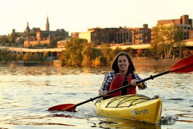 Key Bridge Boathouse to Offer Cherry Blossom Paddle Tours