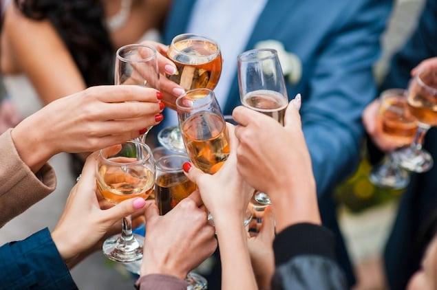 """The 10 Rules of """"Friendsgiving"""" Dinner"""