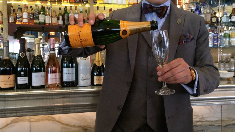 How to Pour Champagne the Right Way