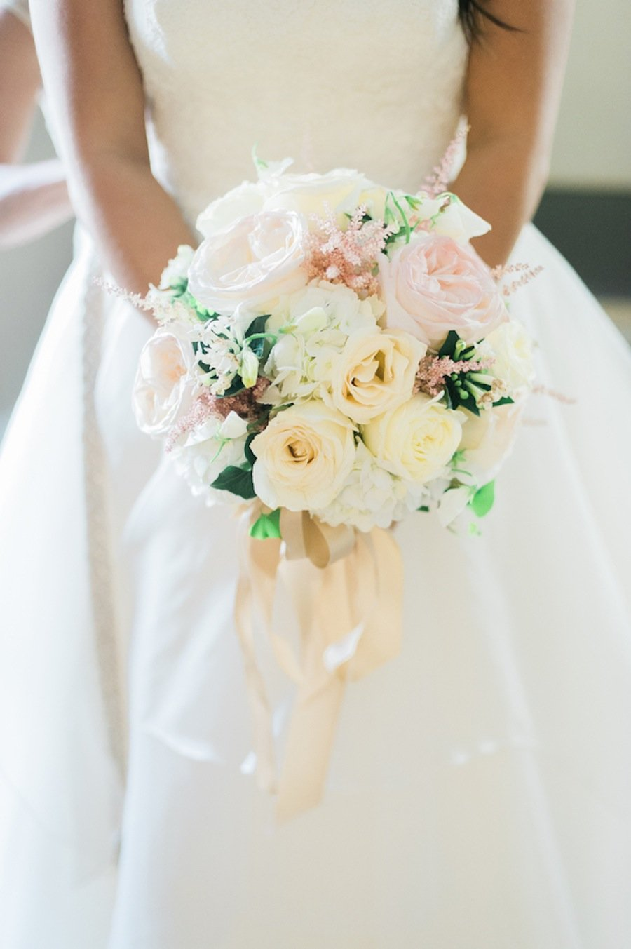 Dana Rachefsky Carried This Bouquet Of Soft Pinks And Off White Roses By Bergeron Flowers For Her September Nuptials Photo Eli Turner
