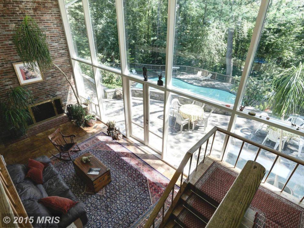 Inside Roberta Flack's Former Home in Hollin Hills