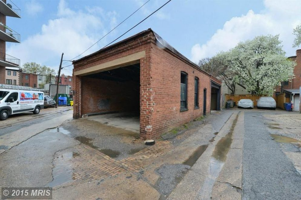 0,000 Dupont Garage Drops in Price