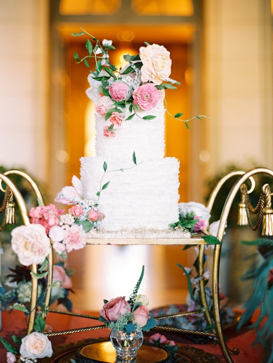 you need to see the flowers at this classic meridian house wedding