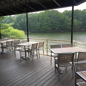Reds Table Brings Ambitious Lakeside Dining To Reston Washingtonian - Red's table reston virginia
