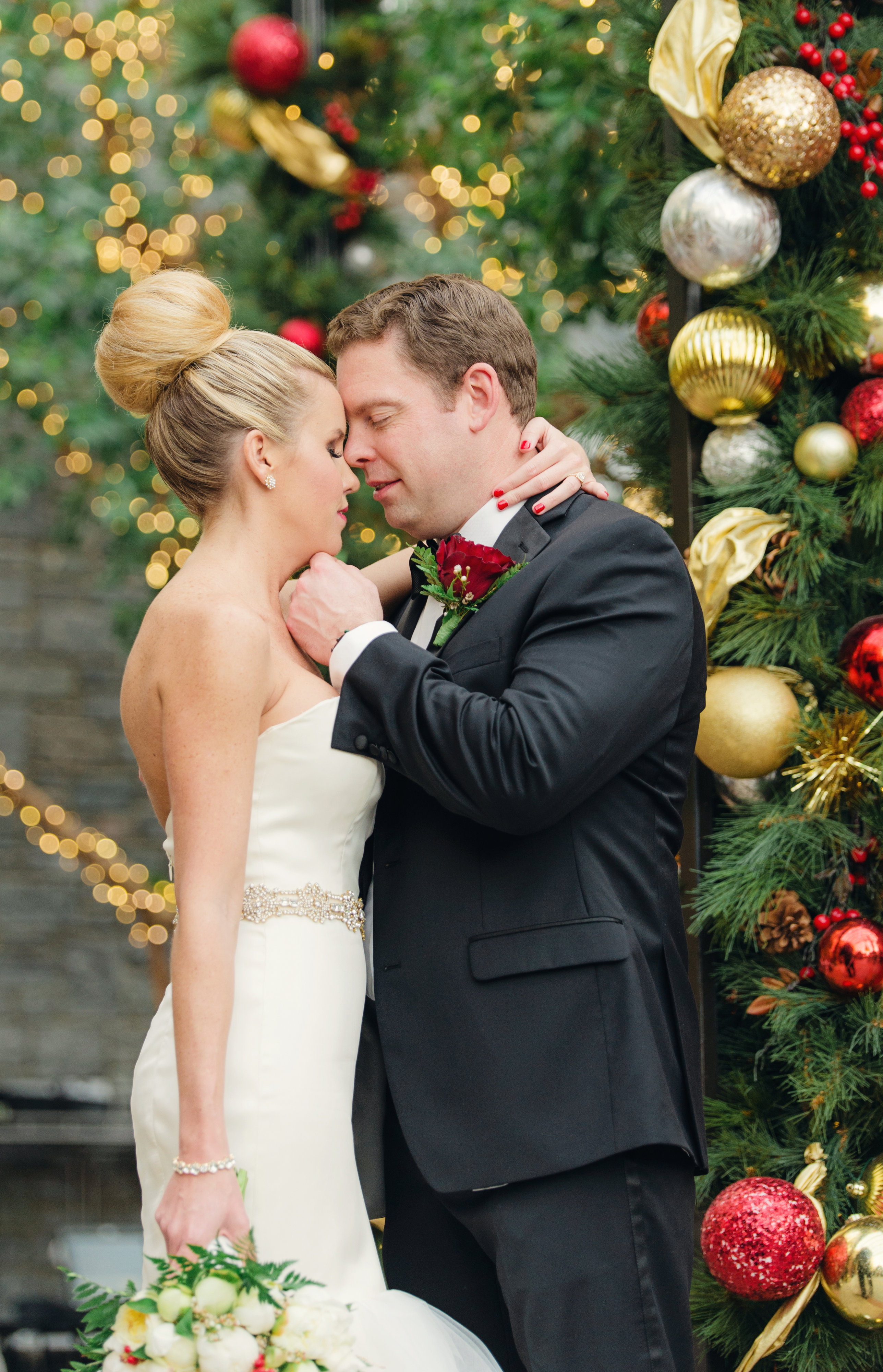 knowing they wanted to have a christmas theme for their december 13 2014 wedding meaghan and ryan chose to marry at the gaylord national resort