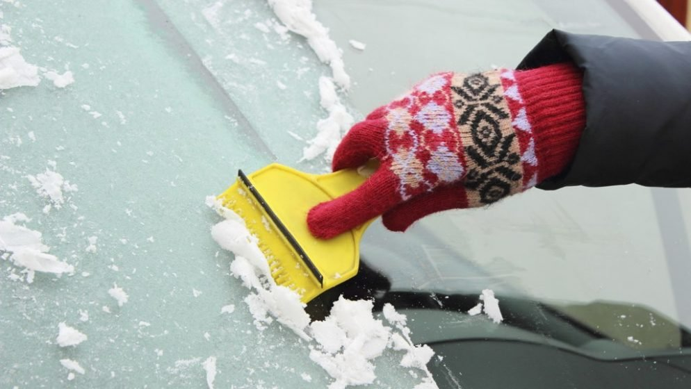 How to Get Ice Off Your Windshield the Easy Way