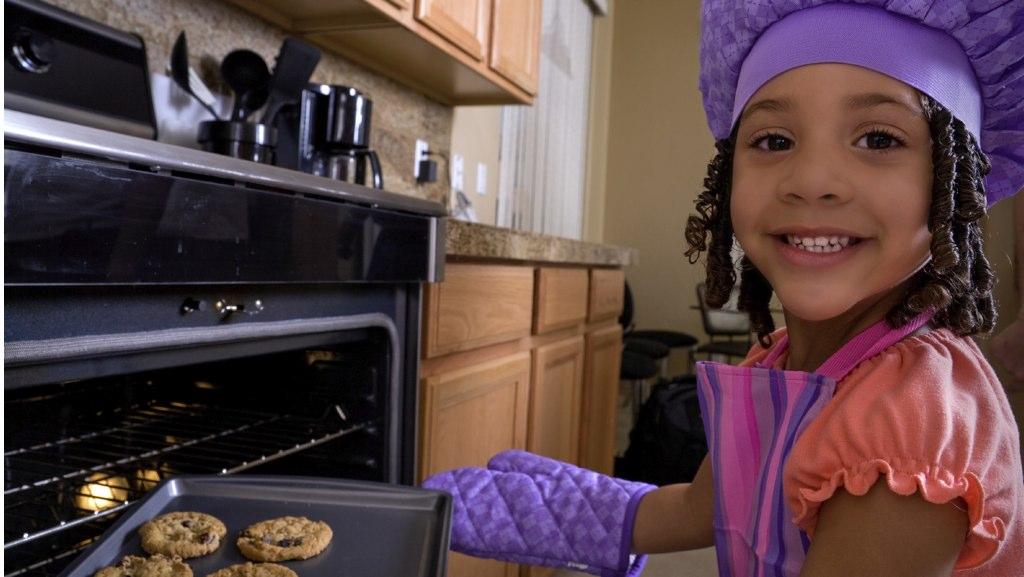 kid-baking-snow-day