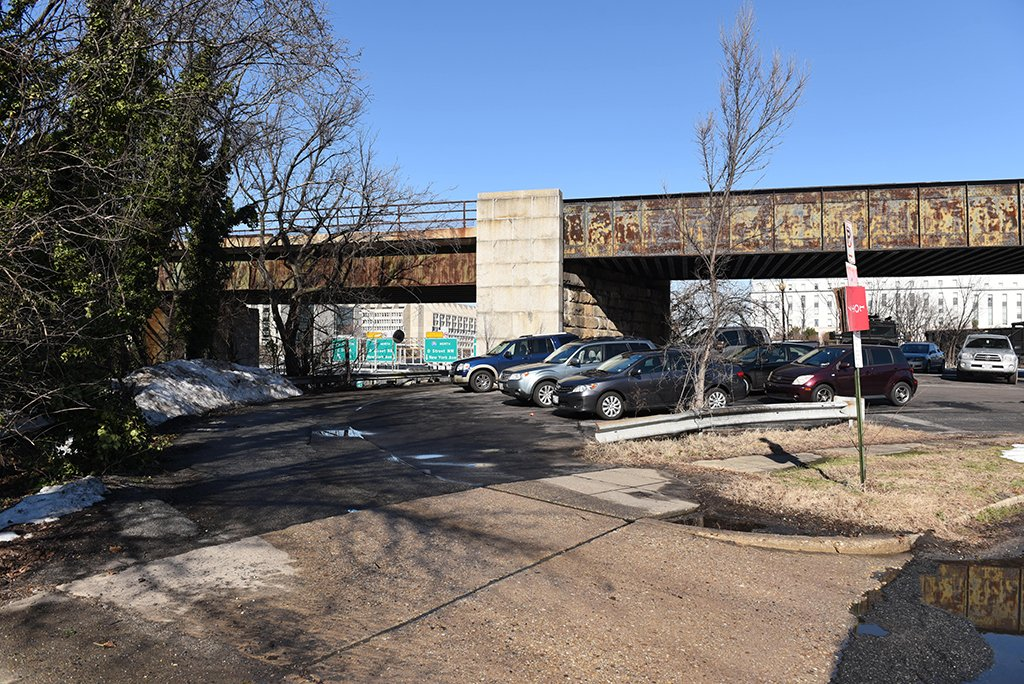 Rebuilding Southeast, DC: Near Second and E streets, Southwest, Virginia Avenue is an impassable jumble, discouraging travel by foot, bike, or rapid transit. Photograph by Andrew Propp.