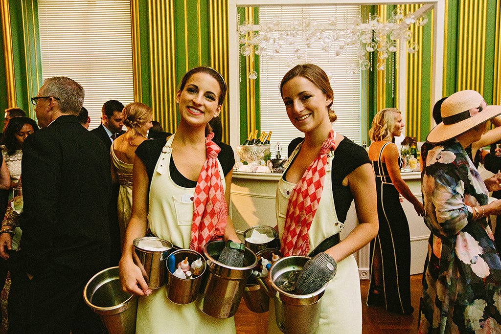 girl-oyster-shuckers-for-wedding