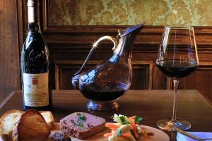 Bar à Vin Opens In Georgetown with Classic French Style