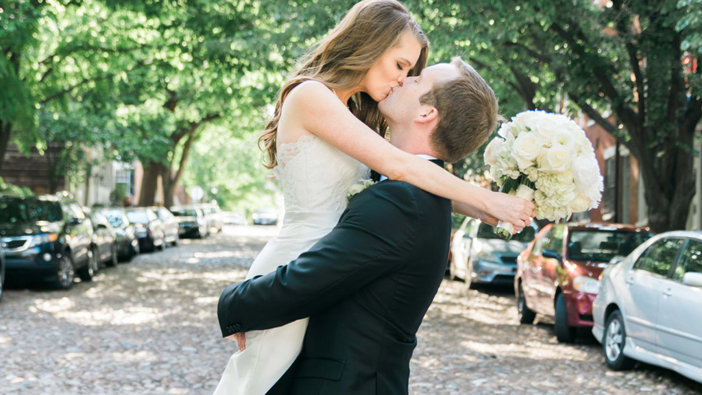 A Springtime Alexandria Wedding That Will Get You Ready for Drinking on the Patio Season