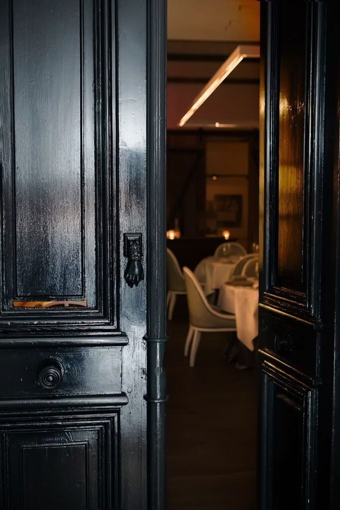 Chef Eric Ziebold's tasting room serves luxurious seven-course meals. Photograph courtesy of Metier