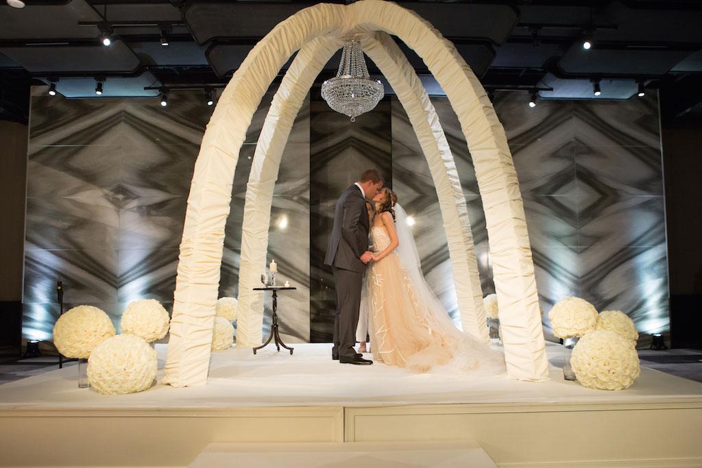 8-8-16-watergate-hotel-wedding-pink-white-grey-10