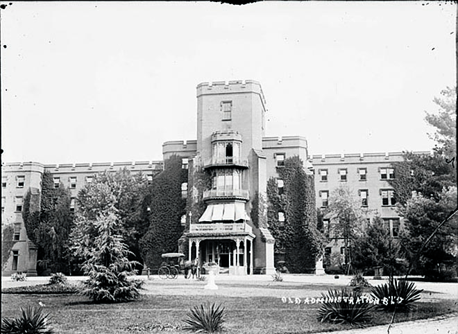 Administration BLDG (Center Hall), about 1900.Caption reads: Administration Building Center Hall in St. Elizabeths Hospital, 1820 – 1987. Courtesy National Archives Catalogue.
