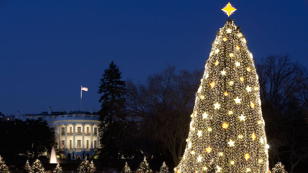 National Christmas Tree Lighting.Chance The Rapper And Kelly Clarkson Are Playing At The