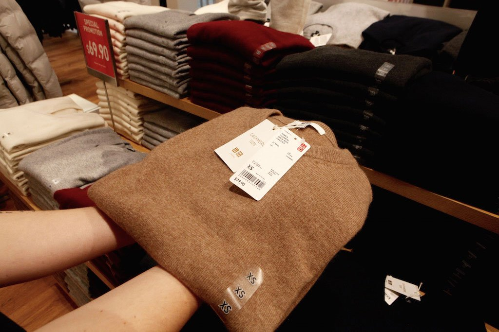 10-28-16-uniqlo-sweater-folding-7