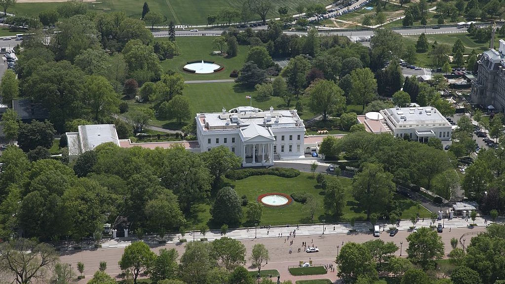 Aerial view of White House in 2007. Photograph by Carol M. Highsmith.
