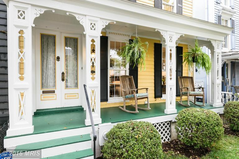 Listing We Love: This Porch Is the Most Adorable Thing, Ever