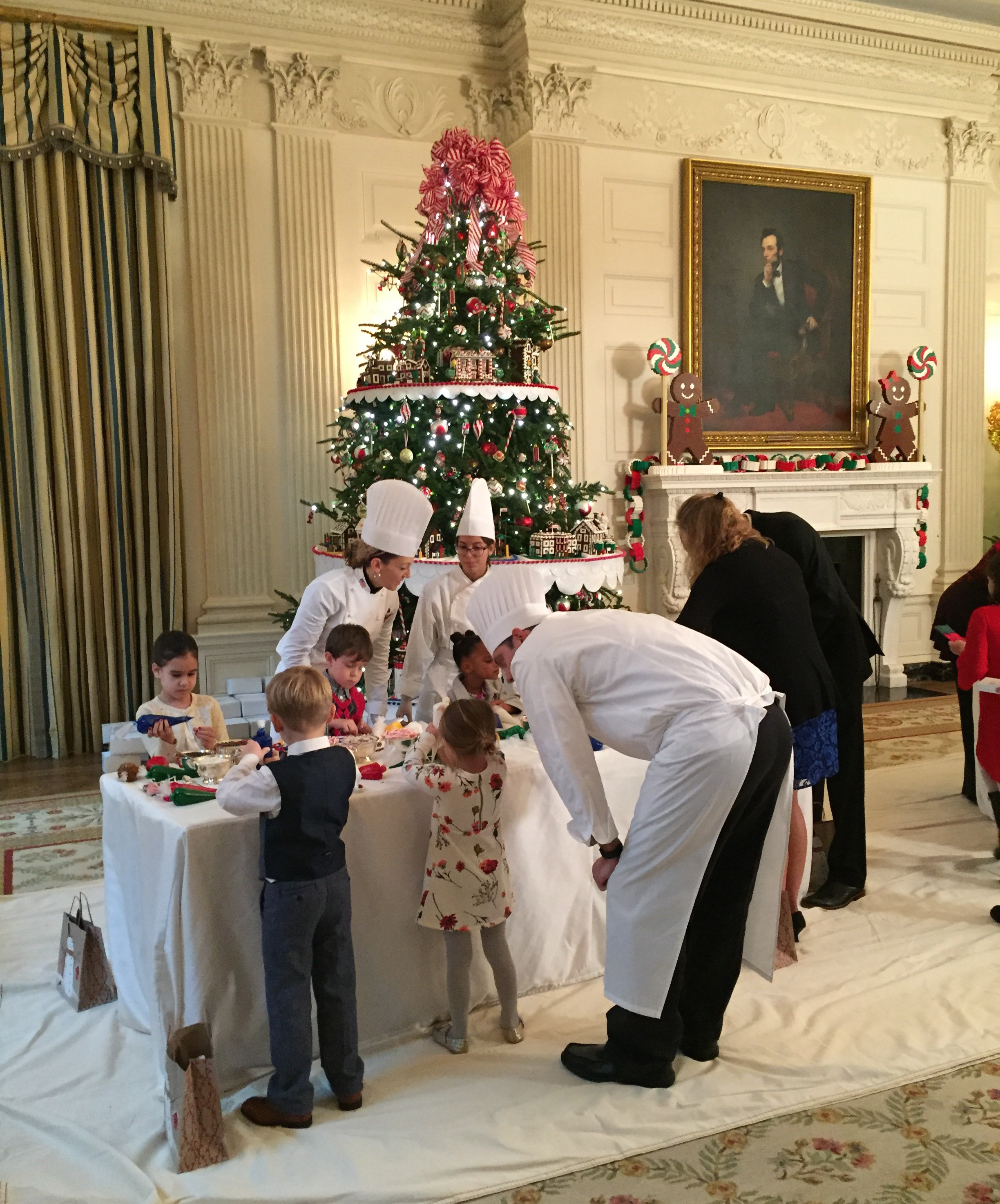 White House Chefs help kids decorate cookies. Photo by Andrea Marks.