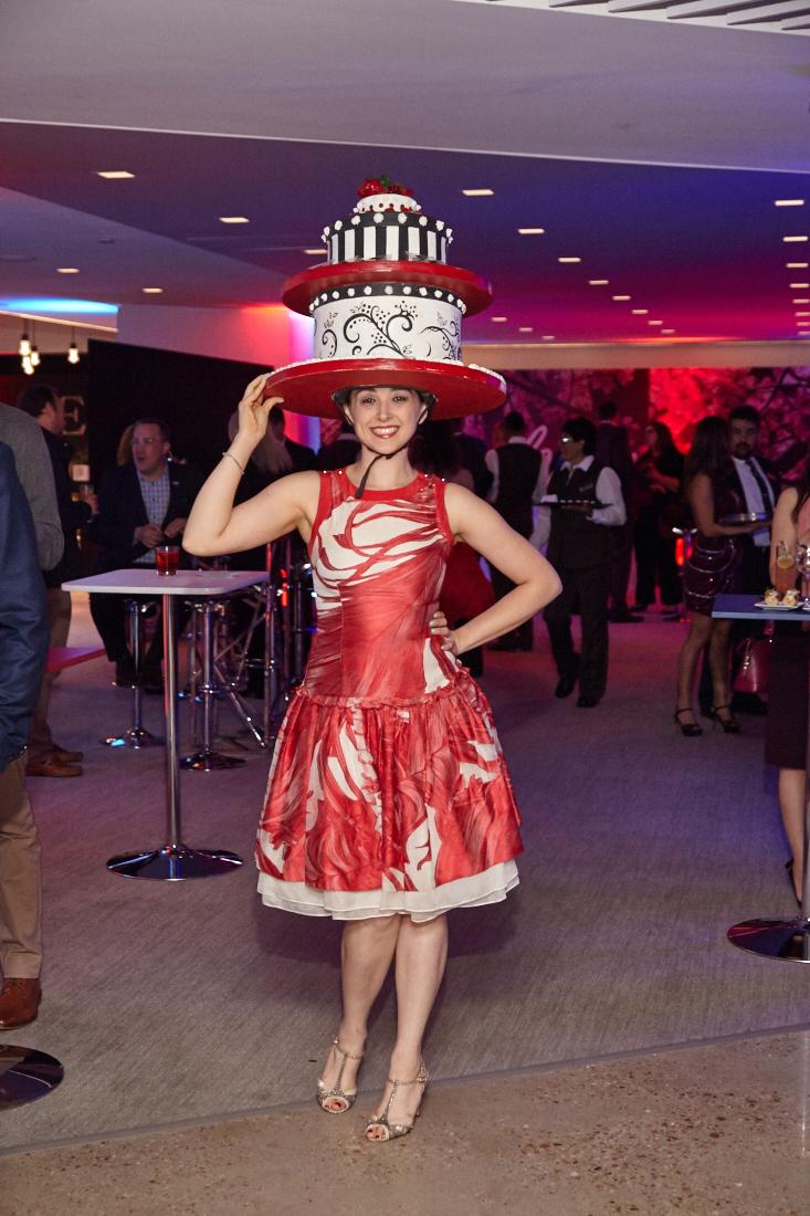 washington-post-woman-in-cake-hat2