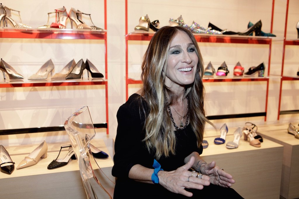 12-8-16-sarah-jessica-parker-national-harbor-store-4