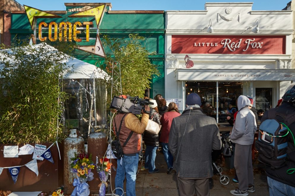 Supporters Pack Comet Ping Pong After Gunman Incident