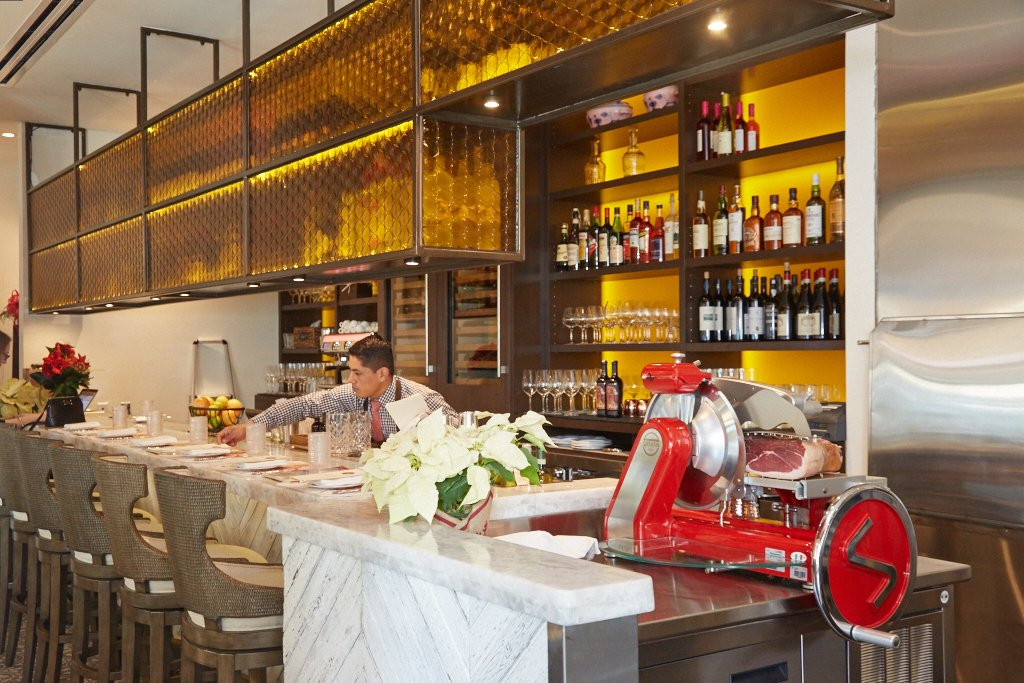 Find Italian cocktails at the bar, or pick from an extensive wine list.